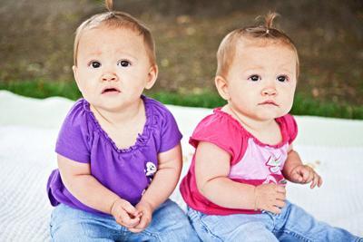 Chloe and Clara - 8 mos