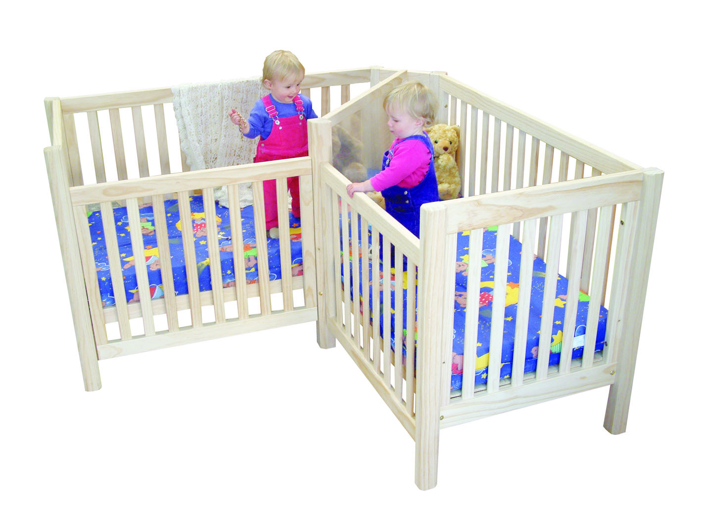 Twin cribs beds made for twins for Best baby cribs for small spaces